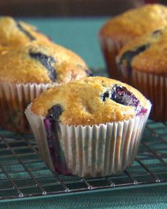 Blueberry Bran Muffins Toss the blueberries in flour before adding them to the batter; this will allow them to suspend evenly through the muffins instead of sinking to the bottom. Blueberry Bran Muffins, Raisin Bran Muffins, Blue Berry Muffins, Blueberry Oatmeal, Oatmeal Muffins, Mini Muffins, Muffin Recipes, Brunch Recipes, Sweet Recipes
