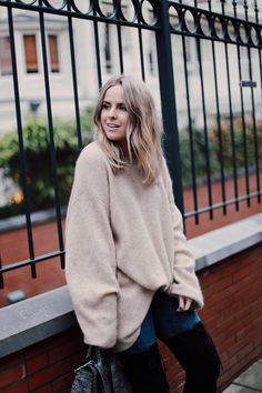 THERE she is again in that mega oversized jumper. Does she also wear something else you may wonder? And the answer is yes, I have the exact same one in dark Grey, ha! Oversized Jumper, Over The Knee Boots, Stuart Weitzman, Turtle Neck, Pullover, My Favorite Things, Dark Grey, Sweaters, How To Wear