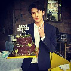 고맙습니다 ❤️ Another Picture of Sehun for his Birthday, so grown up now ❤ Park Chanyeol, Luhan, Happy Birthday Me, Girl Birthday, Sehun Birthday, Rapper, Exo Album, Stylish Girl Pic, Exo Members