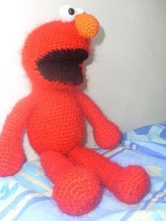 """After posting cookie monster on craftster, all I heard form people was, """"you have to make Elmo"""" and """"pattern please"""" so two birds, one s..."""