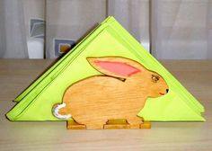 Enrich your #Easter table with nice and simple DIY #Decoration Ideas and #Crafts - Try out this cute napkin holder #Bunny: http://www.1-2-do.com/de/projekt/Serviettenhalter-fuer-Ostern/bauanleitung-zum-selber-bauen/4001678/