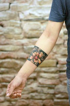 Women's Tattoo Flowers - Women's Tattoo Flowers - Arm Band Tattoo For Women, Ankle Band Tattoo, Forearm Band Tattoos, Tattoos For Women, Tattoos For Guys, Ankle Tattoos, Pretty Tattoos, Beautiful Tattoos, Cool Tattoos