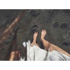 【ls_94xx】さんのInstagramをピンしています。 《砂が黒色でキラキラしててサラサラしてた😊🌈🐚 #trip#bali#pic#nice#dayoff#day#good#time#sunset#beach#sea#sky#beautiful#dinner#goodtime#relax#happy#バリ島#バリ#海#candle#trip#me#サンセット#海#空#綺麗#波 #最も幸せな瞬間を投稿 #love#ihaveadream2020》