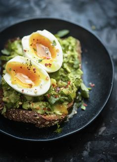 Toast with Foolproof Soft Boil Egg — Gather a Table Avocado Toast with Foolproof Soft Boil Egg: the kosher spoon. Avocado Toast with Foolproof Soft Boil Egg: the kosher spoon. The Ultimate Avocado Toast Healthy Food Tumblr, Healthy Food Quotes, Healthy Food List, Healthy Meals For Kids, Healthy Breakfast Recipes, Easy Healthy Recipes, Healthy Breakfasts, Breakfast Ideas, Diet Recipes