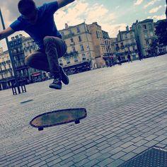 "Instagram #skateboarding photo by @jrmnavarro - ""Je ne veux pas que l'on me porte""  #bordeaux #skate #skateboard #skateboarding #cruiser #longboard #vans #oxelo #street #reufs @cedricbam. Support your local skate shop: SkateboardCity.co"