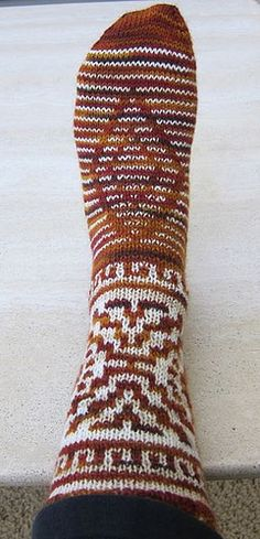 (3mm) (52-56m) maille glissée Burntwater Socks -free pattern.