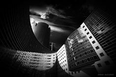 Curves - Pic taken at La Défense, the business district area in Paris surroundings Gramercy Park, City Architecture, Monochrome, Skyscraper, Curves, Paris, Black And White, Abstract, Classic