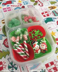#Easylunchboxes are absolutely perfect for #gingerbreadhouse decorating, we've used them every year since we had our first annual GBH Decorating party!