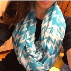 NWT Blue and White Infinity Scarf NWT. White and blue zig zag scarf... Double wrapped in pic 2 scarves=$12 3 scarves=$18 4 scarves=$22 Accessories Scarves & Wraps