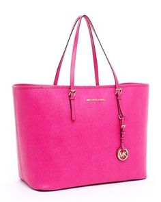 Michael Kors. This is my purse!!! But I got mine in brown