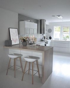 Vi tenner 4 lys i kveld!men heldigvis ikke som nedtelling til jul riktig enda. Kitchen Room Design, Kitchen Cabinet Design, Kitchen Sets, Modern Kitchen Design, Kitchen Layout, Home Decor Kitchen, Small Modern Kitchens, Kitchen Living, Interior Design Kitchen