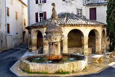 Fontaine de Mollans sur l'Ouveze© Toutaitanous 2 - CC BY-SA 3.0,