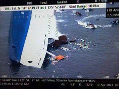 画像は、ほぼ沈没した旅客船〔韓国海洋警察庁提供〕(2014年04月16日) 【EPA=時事】  ▼16Apr2014時事通信|韓国旅客船沈没事故 写真特集 http://www.jiji.com/jc/d4?d=d4_hh&p=kre416-jpp017043782