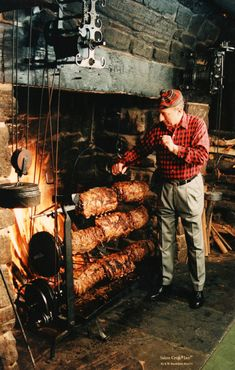Fireplace Feast Rib Roasting Jack, Salem Cross Inn - West Brookfield, US Fire Cooking, Outdoor Cooking, Bbq Grill, Grilling, Grill Oven, Smoke Grill, Smoking Meat, Happy Hour, Bbq Restaurants