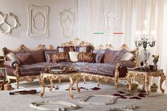 Venetian Baroque is pure beauty, an artificial show created to astonish eyes and hearth 📷Photo by Maurizio Tosto Luxury Italian Furniture, Sofa, Couch, Baroque Fashion, Design Museum, Italian Style, Luxury Living, Wood Carving, Hearth