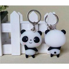 Hermosos llaveros panda || i love panda  #panda Polymer Clay Kunst, Cute Polymer Clay, Cute Clay, Polymer Clay Miniatures, Fimo Clay, Polymer Clay Projects, Polymer Clay Charms, Polymer Clay Creations, Polymer Clay Jewelry