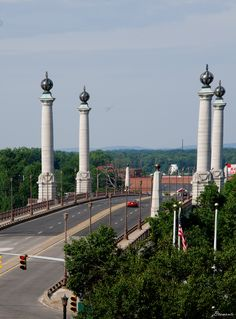 Memorial Bridge in Springfield Massachusetts that spans the Connecticut River connecting Springfield with West Springfield.