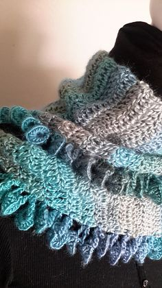 "Gorgeous ""Unforgettable"" Scarf: free #crochet #scarf #pattern"