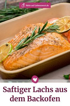 Cooking salmon in the oven: preparation tips- Lachs im Backofen garen: Zubereitungstipps What should I watch out for if I want to cook salmon in the oven? We reveal how the fish stays juicy and show three delicious variants of oven salmon. Salmon Recipes, Lunch Recipes, Crockpot Recipes, Soup Recipes, Diet Recipes, Healthy Appetizers, Healthy Snacks, Healthy Recipes, Seafood Appetizers