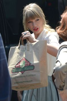 taylor swift shopping | Taylor Swift - Shopping at Bristol Farms|Taylor Swift picture #115771 ...