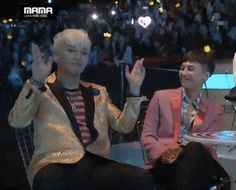 (http://eirianerisdar.tumblr.com/post/134393446635/seungri-jamming-to-ikon-gdae-loving-the-maknae)