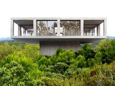 Elle est la première maison du programme immobilier Solo House Initié par un promoteur espagnol Montée sur pilotis, 200 m2 et coûte 800 000 euros Une vue à 360° sur le paysage Des maisons uniques :…