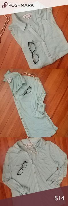 Great Liz Claiborne top Super easy to wear. Comfort and style. Pale mint green button-up front with v and a collar. 2 front pockets. Great pre-loved condition Liz Claiborne Tops Button Down Shirts