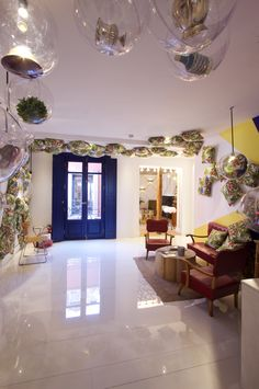 Sanco Factory studio creates a space for Ebay company at Casa Decor 2016, where the paviment presents a shiny and illuminated Dekton Halo white. #interiordesign