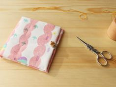 Pouch Pattern, Sewing Crafts, Sunglasses Case, Diy And Crafts, Zip Around Wallet, Quilts, Crochet, How To Make, Handmade