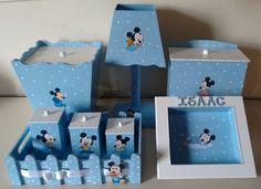 Kit Higiene em MDF, decordo manualmente.  Pintura em azul e branco, porta maternidade com detalhe em pérolas, adesivo do Mickey.