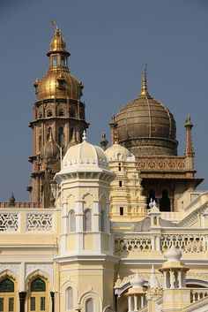 Domes of Mysore Grand Maharajah Palace - India India Architecture, Amazing Architecture, Gothic Architecture, Ancient Architecture, Mysore Palace, Paris 3, Amazing India, Interesting Buildings, Largest Countries