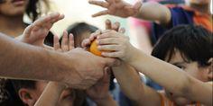 Στοιχεία - σοκ:  424.000 παιδιά «βουλιάζουν» στη φτώχεια