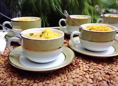 Bobó de camarão com farofinha de dendê servido na xícara de café - idéias para casamentos - comidinhas para casamento