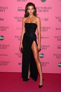 Just because the Victoria's Secret Fashion Show is over doesn't mean all the fun has to stop there! Here are all the after party looks you'll love. Victoria Secrets, Show Victoria Secret, Victoria Secret Angels, Victoria Secret Makeup, Vestido Strapless, Strapless Dress Formal, Prom Dresses, Woman Dresses, Prom Gowns