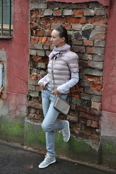 Jacket or vest? Cashmere Jumper, Pepe Jeans, Miu Miu, Fashion Inspiration, Winter Jackets, Vest, Fashion Outfits, Bag, Sneakers
