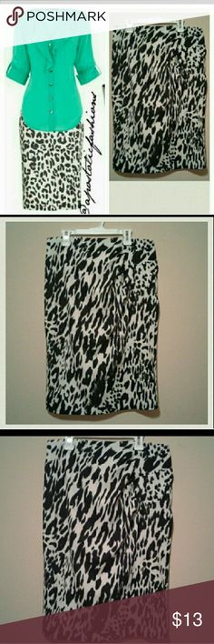 New York and Company  Pencil Skirt New York and Company  Pencil Skirt   Animal print  Black & White  Perfect for work or night out with the girls  Knee length   Excellent condition New York & Company Skirts Pencil