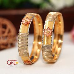 GRT Jewellers is one of the India's foremost jewellery store having an exquisite collection of jewellery in Gold, Diamond, Platinum and Silver created by the finest artisans of India. Also available exclusively in GRT Jewellers Online Jewellery Shopping. Gold Bangles Design, Jewelry Design, Silver Jewellery Indian, Gold Jewelry, Antique Jewelry, Gold Necklace, Bridal Bangles, Stylish Jewelry, Jewels