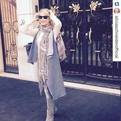 > KUKLA < www.madamekukla.com #silviaschneider #testimonial #paris #madamekukla #sleeveless #variable #doubleface #wrapdress #makeityours Duster Coat, Wrap Dress, Kimono Top, Paris, How To Wear, Jackets, Outfits, Inspiration, Tops