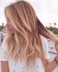 19 Ideas Hair Color Highlights Rose Gold Strawberry Blonde - All For Hair Cutes Gold Blonde Hair, Blonde Hair Looks, Ginger Blonde Hair, Black Hair, Shades Of Blonde Hair, Blonde Hair Red Lowlights, Different Blonde Shades, Highlighted Blonde Hair, Blonde Fall Hair Color