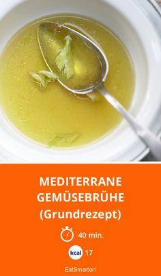 Mediterrane Gemüsebrühe - (Grundrezept) - smarter - Kalorien: 17 Kcal - Zeit: 40 Min. | eatsmarter.de