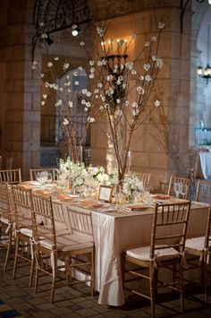 colors for linens and gold chivari chairs