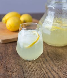 Rosewater Lemonade and History. A Middle Eastern style lemonade with rosewater. Aromatic floral and delicious. Lemonade Beyonce, Rose Lemonade, Glace Fruit, Indian Rice Pudding, Strawberry Banana Milkshake, Non Alcoholic Drinks, Beverages, Le Diner, Middle Eastern Recipes