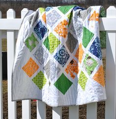 Free baby quilt pattern and tutorial, blogged at Craft Buds.