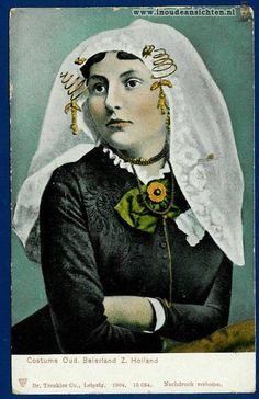 Oud-Beijerland. Postcard 1904, showing an oorijzer being worn