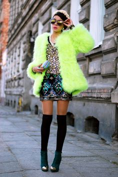 Cool street look with neon//Indie Punk Goddess Quirky Fashion, Colorful Fashion, Love Fashion, Fashion Looks, Fashion Trends, Fashion Coat, Fashion Guide, Green Fashion, Style Fashion