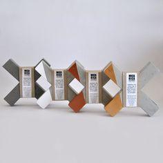 """Sujetalibros """"X"""" de Cemento. Disponible por €17. Por MicaRicaShop en Etsy"""