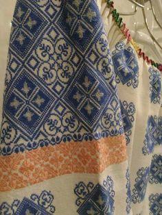 Embroidery Patterns, Sewing Patterns, Batik Art, Folk Costume, Romania, Folk Art, Sewing Projects, Cross Stitch, Traditional