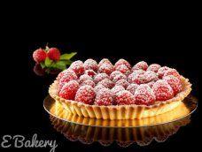 Frambozentaart. Een heerlijke taart met een korst van zanddeeg, diplomaat crème en verse frambozen.  Frambozenliefhebber? Dan is deze taart zeker iets voor jou! #ebakery #frambozentaart Raspberry, Fruit, Drinks, Food, Drinking, Beverages, Eten, Raspberries, Drink
