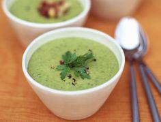 Vous surveillez votre ligne et la soupe est le repas ou l'encas idéal pour vous. Bienfaits des légumes, des fruits et des plantes, c'est votre allié pour garder la ligne tout en profitant du bon goût des aliments. Pour retrouver une taille de guêpe, limiter la rétention d'eau ou éviter les coups de fatigue, régalez vos papilles avec nos recettes de soupes minceur.