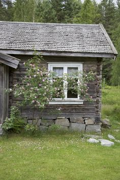 The peaceful feeling a cottage brings cannot be underestimated in this busy… Cozy Cottage, Cottage Living, Swedish House, Cabins And Cottages, Cabins In The Woods, Beautiful Buildings, Little Houses, Country Life, Old Houses